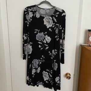 3/25$   Old Navy black floral print swing dress